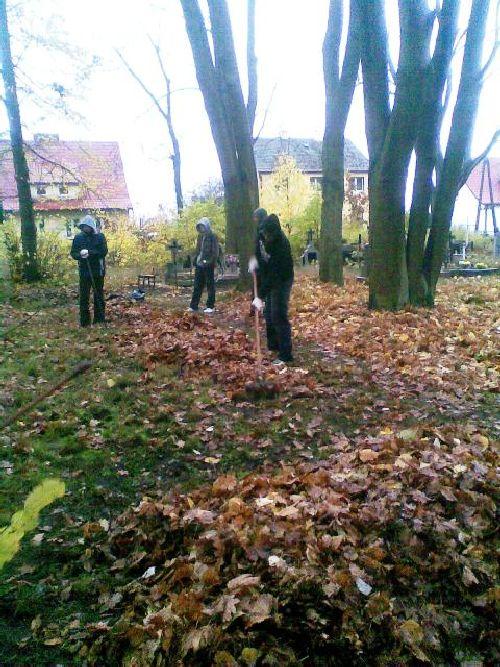 Sprzątanie cmentarza 2008