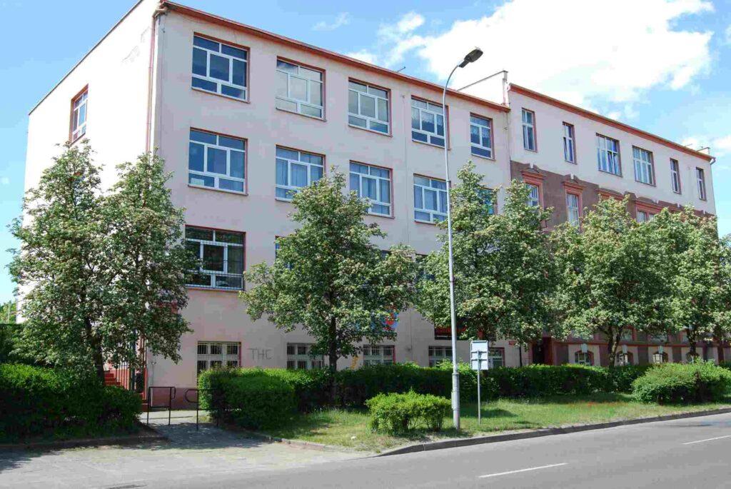 budynek szkoły przy ulicy 27 Stycznia 100 w Trzciance