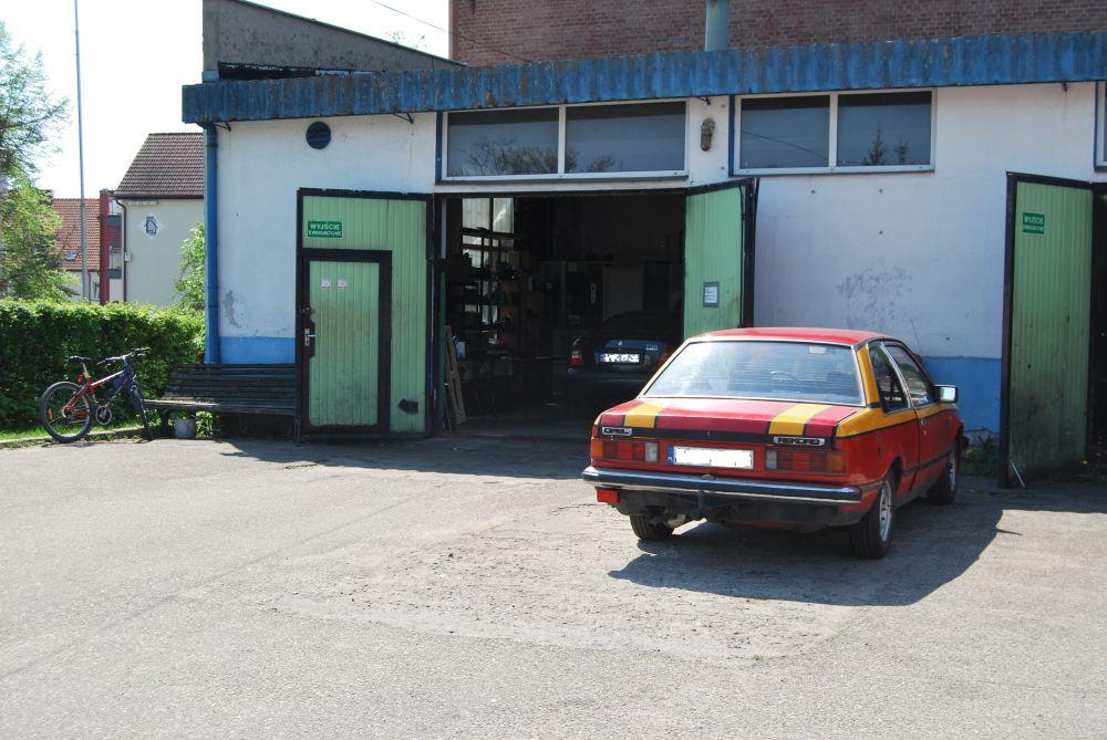 brama wjazdowa do warsztatu mechaniki pojazdowej
